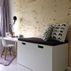 Angolo studio parete legno via Pinterest